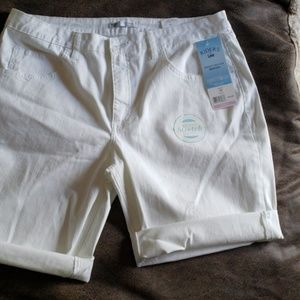 NWT Riders by Lee. Bermuda shorts size 16
